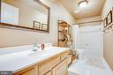 Hall full bath - 8105 WATERFORD DR, SPOTSYLVANIA