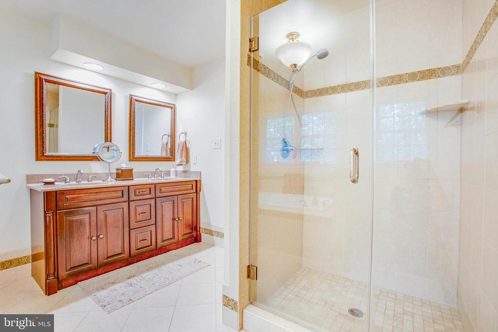 Master bath with dual sinks and shower - 8105 WATERFORD DR, SPOTSYLVANIA