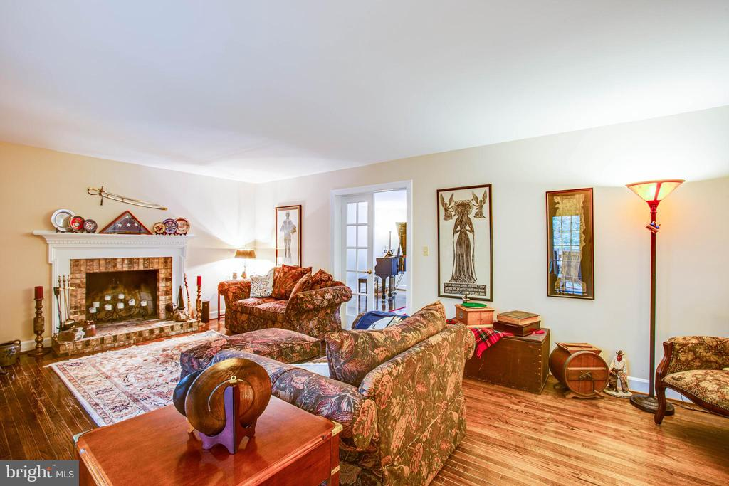 family room with wood burning fireplace - 8105 WATERFORD DR, SPOTSYLVANIA