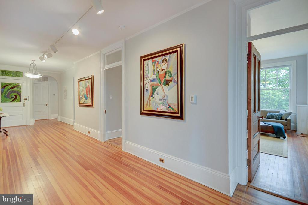 WIDE entry + central hall - 2853 ONTARIO RD NW #205, WASHINGTON