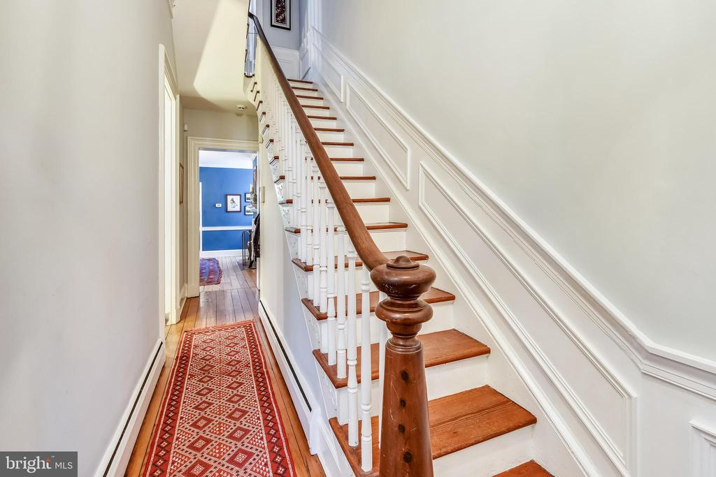 Stairs to Upper Level - 206 N ROYAL ST, ALEXANDRIA