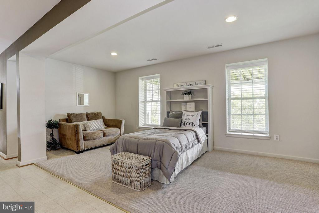Guest Quarters - 11000 COUNTRY CLUB RD, NEW MARKET