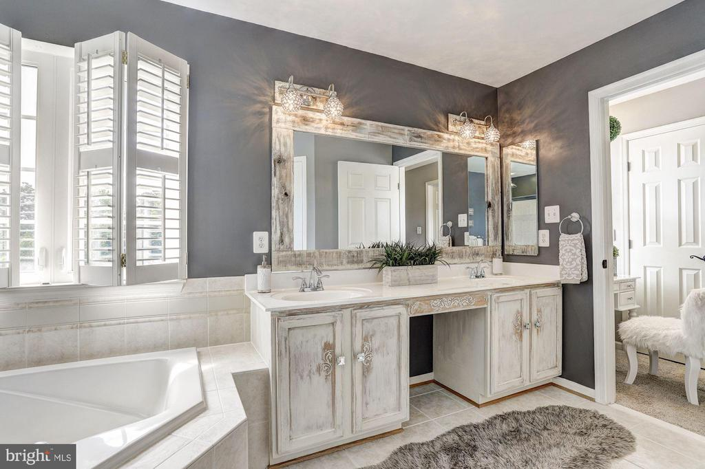 Luxurious Master Bath - 11000 COUNTRY CLUB RD, NEW MARKET