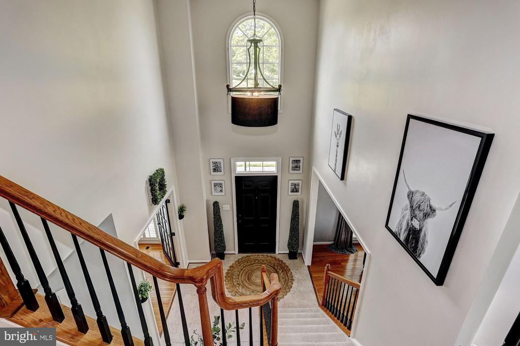 Upper-Level Foyer View - 11000 COUNTRY CLUB RD, NEW MARKET