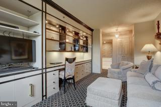 Second Bedroom with Built-Ins - 5809 NICHOLSON LN #409, NORTH BETHESDA
