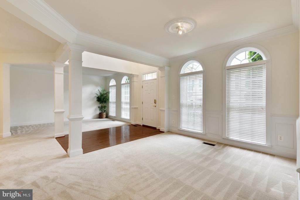 Open floor plan makes the home nice! - 43597 MERCHANT MILL TER, LEESBURG
