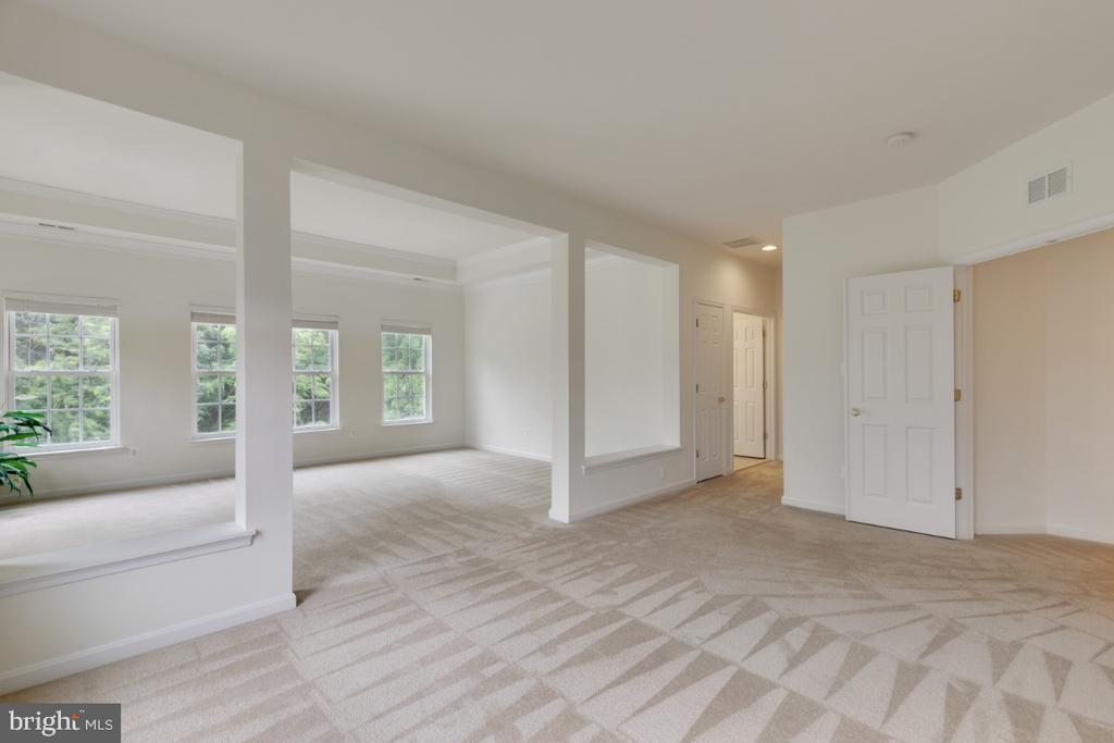 Lovely oversized Master looks out upon trees! - 43597 MERCHANT MILL TER, LEESBURG