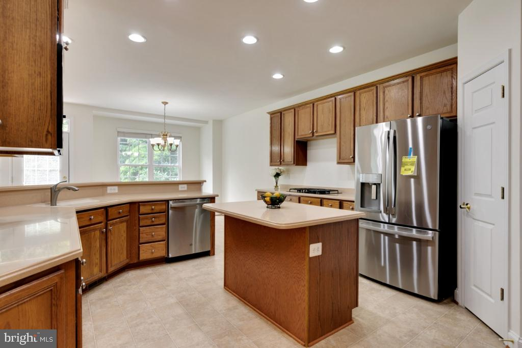 Brand new refirgerator and dishwasher! - 43597 MERCHANT MILL TER, LEESBURG