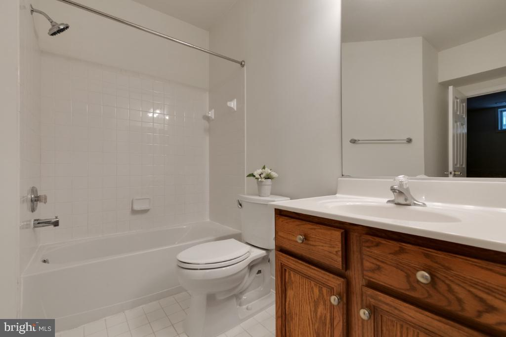 Basement full bath - 43597 MERCHANT MILL TER, LEESBURG