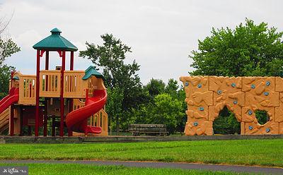 Community playground - 302 HEDGESTONE TER NE, LEESBURG