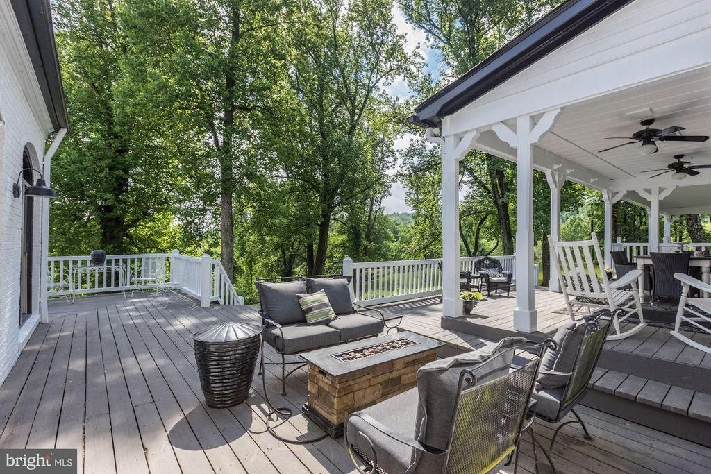 Covered back porch - 16832 OLD WATERFORD RD, PAEONIAN SPRINGS