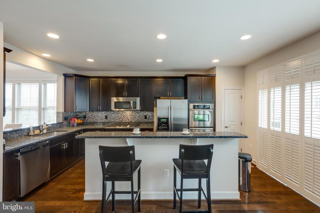 Granite and Stainless Steel Kitchen. Double oven - 2529 S KENMORE CT, ARLINGTON