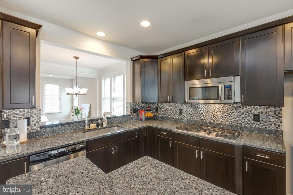 Gorgeous Granite and tile. - 2529 S KENMORE CT, ARLINGTON