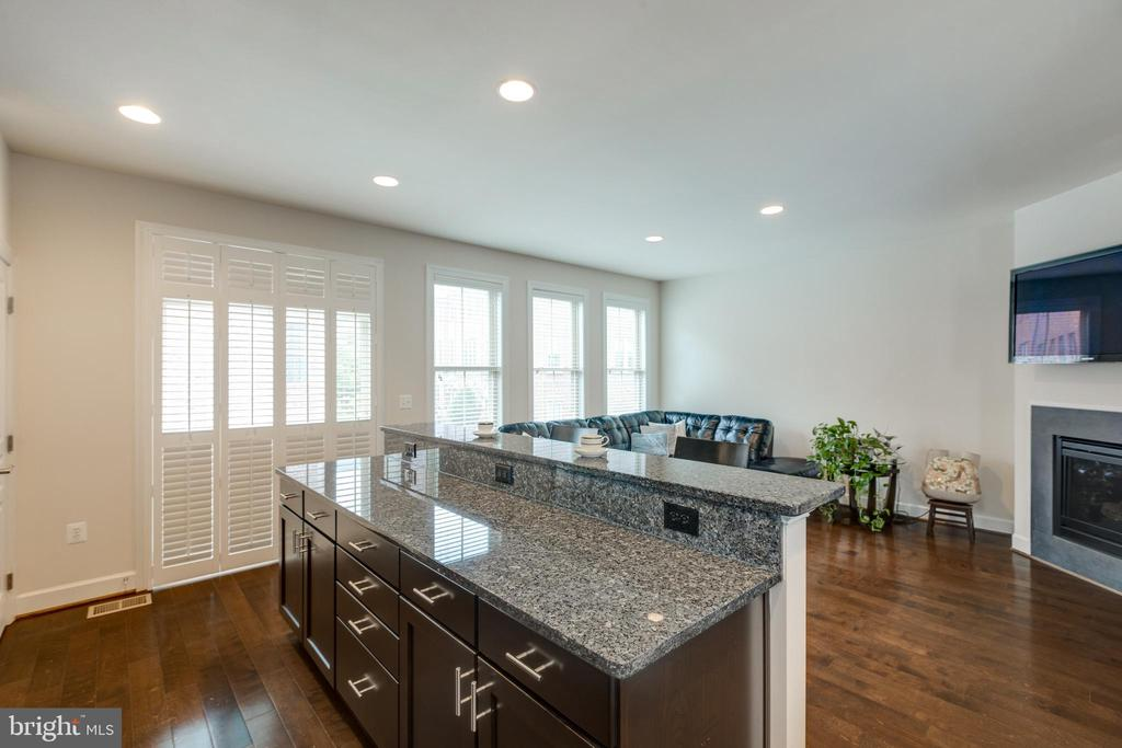 Entertain friends/watch Tv from Kitchen - 2529 S KENMORE CT, ARLINGTON