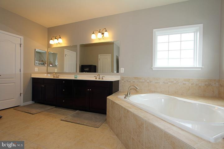 Master bathroom- Alt view - 20999 HONEYCREEPER PL, LEESBURG