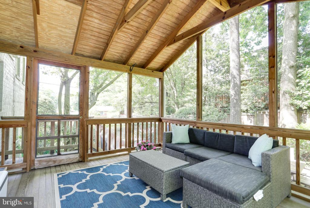 surrounded by greenery for cool breezes - 3831 N ABINGDON ST, ARLINGTON