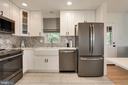 tile backsplash , farm sink, crisp white cabinets - 3831 N ABINGDON ST, ARLINGTON