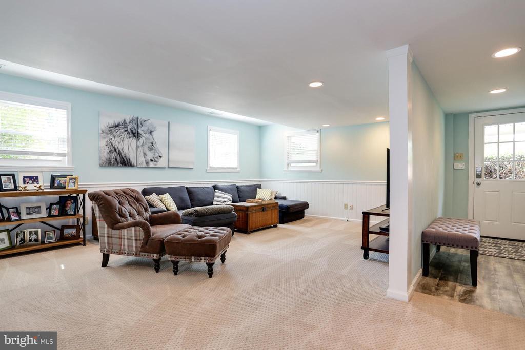 refurbished with recessed lighting, wainscoting - 3831 N ABINGDON ST, ARLINGTON