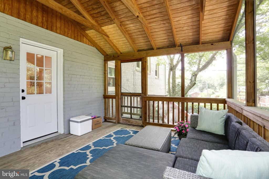 extends living space and for use nearly year round - 3831 N ABINGDON ST, ARLINGTON