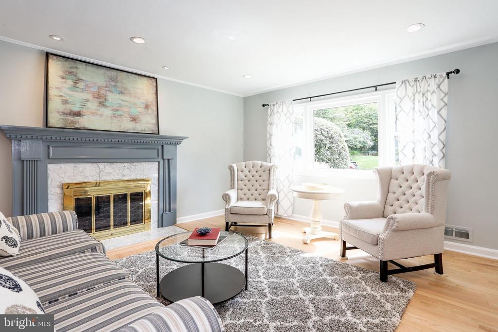 recessed lighting, woodburning fireplace - 3831 N ABINGDON ST, ARLINGTON