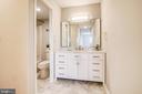 Beautiful Master Bedroom Full Bath - 5902 MOUNT EAGLE DR #1406, ALEXANDRIA