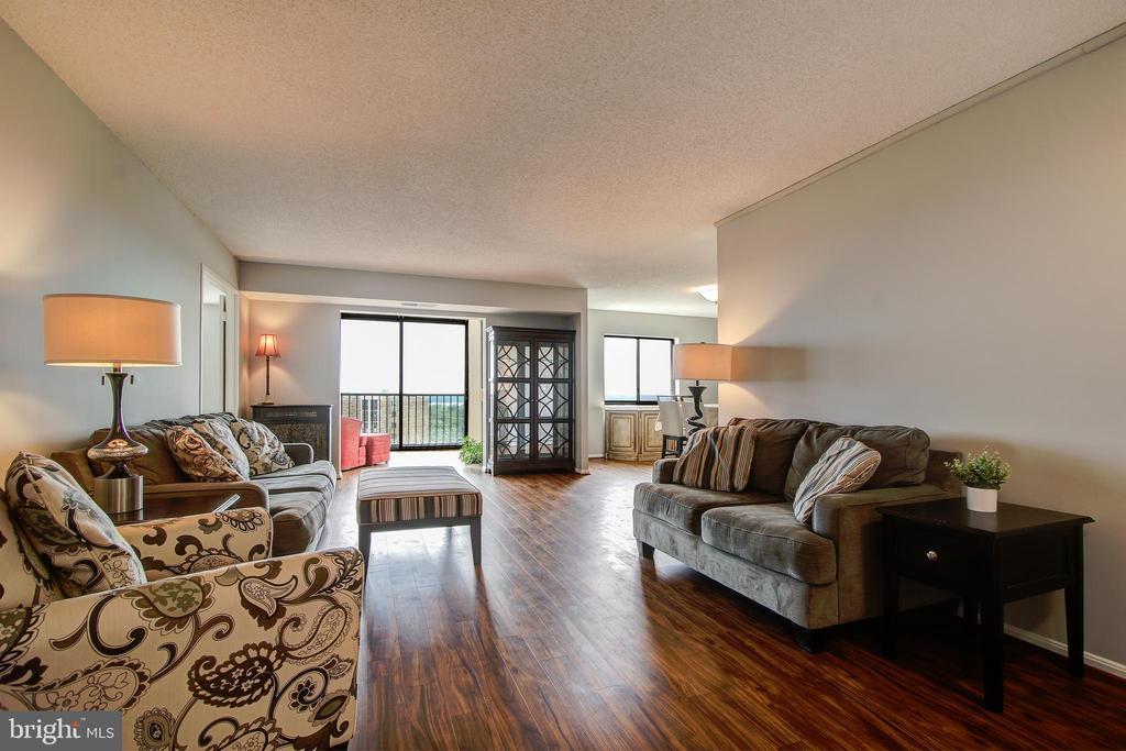 Living Room - Open Floor Plan - 5902 MOUNT EAGLE DR #1406, ALEXANDRIA