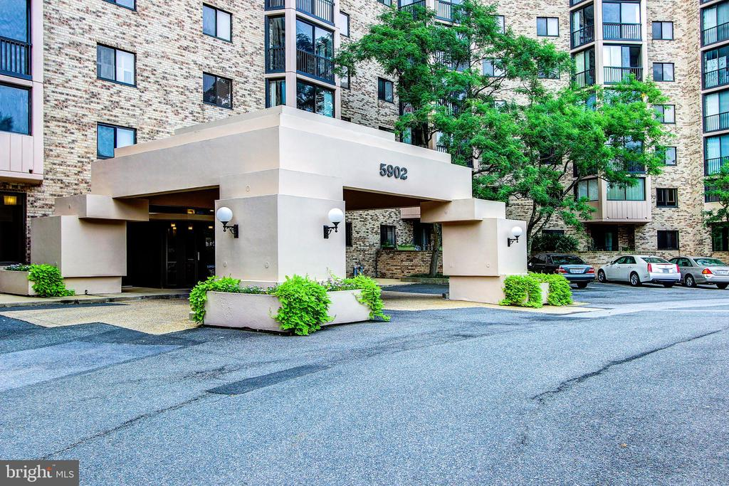 Building Entrance with Covered Drive-Through! - 5902 MOUNT EAGLE DR #1406, ALEXANDRIA