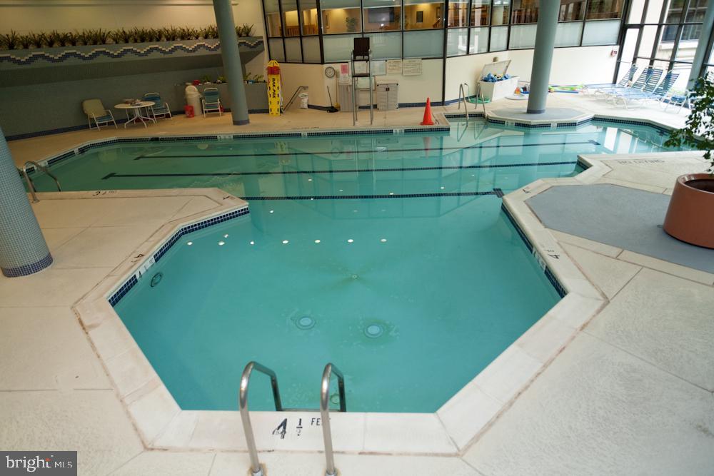 Montebello Indoor Year-Round Saltwater Pool! - 5902 MOUNT EAGLE DR #1406, ALEXANDRIA
