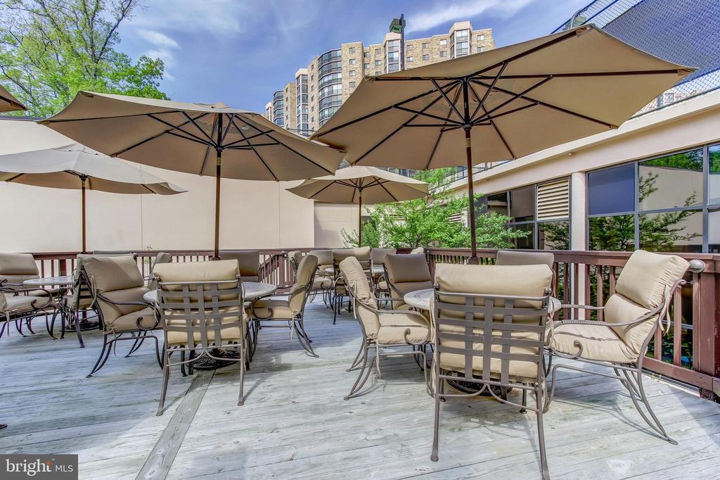 Montebello Restaurant Cafe Bar Outdoor Dining Area - 5902 MOUNT EAGLE DR #1406, ALEXANDRIA