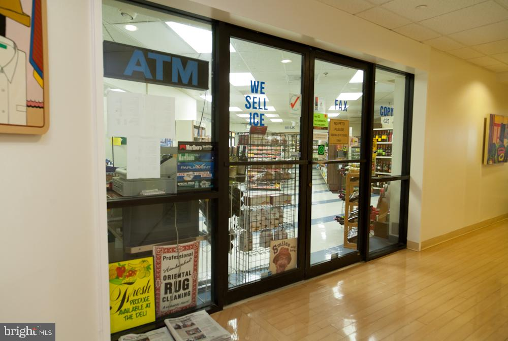 On-Site Convenience Store-Market and Dry-Cleaners! - 5902 MOUNT EAGLE DR #1406, ALEXANDRIA