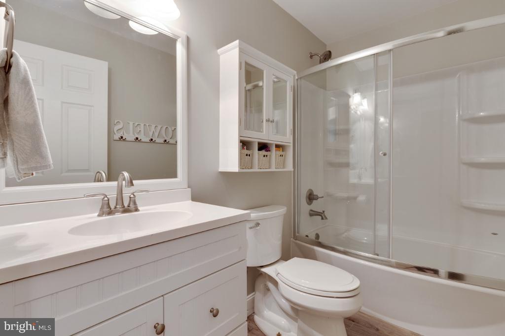 Remodeled Hall Full Bathroom - 109 N LAURA ANNE DR, STERLING