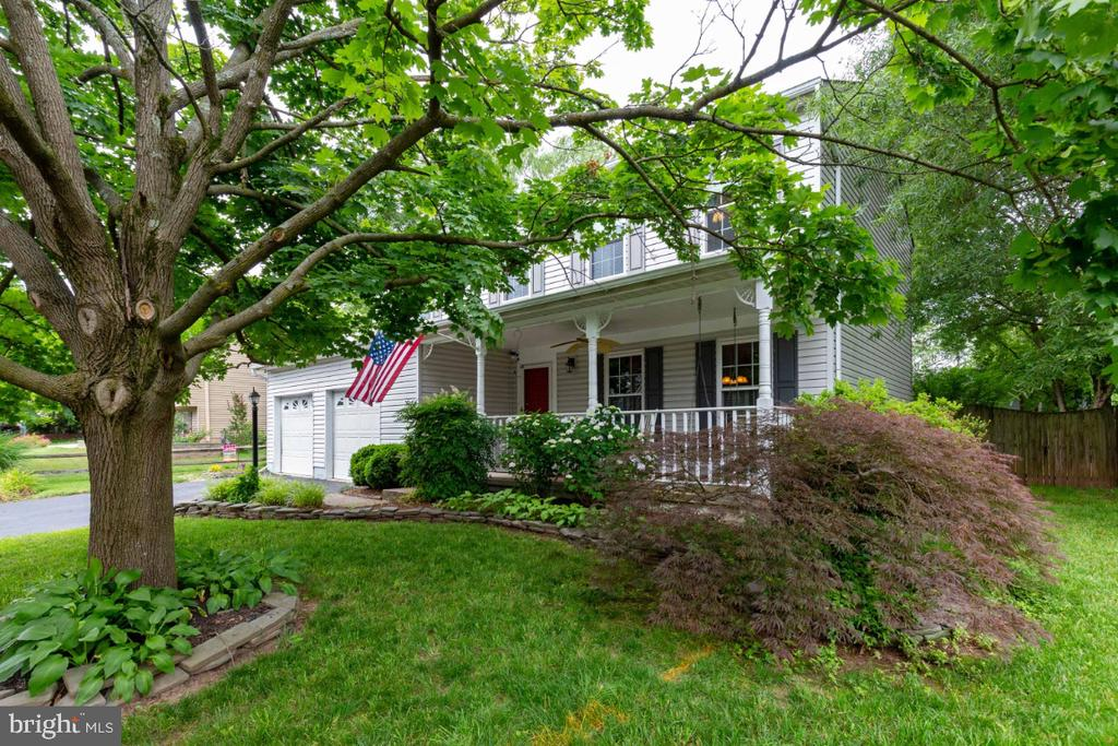 Lush Landscaping - 109 N LAURA ANNE DR, STERLING