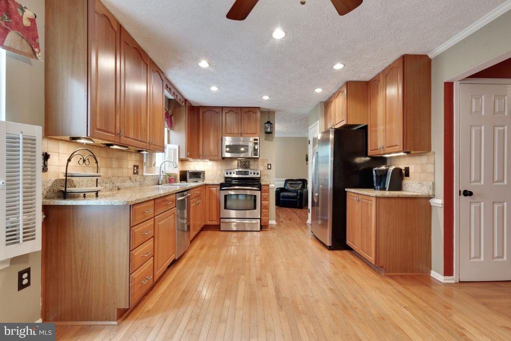 Remodeled Kitchen - 109 N LAURA ANNE DR, STERLING