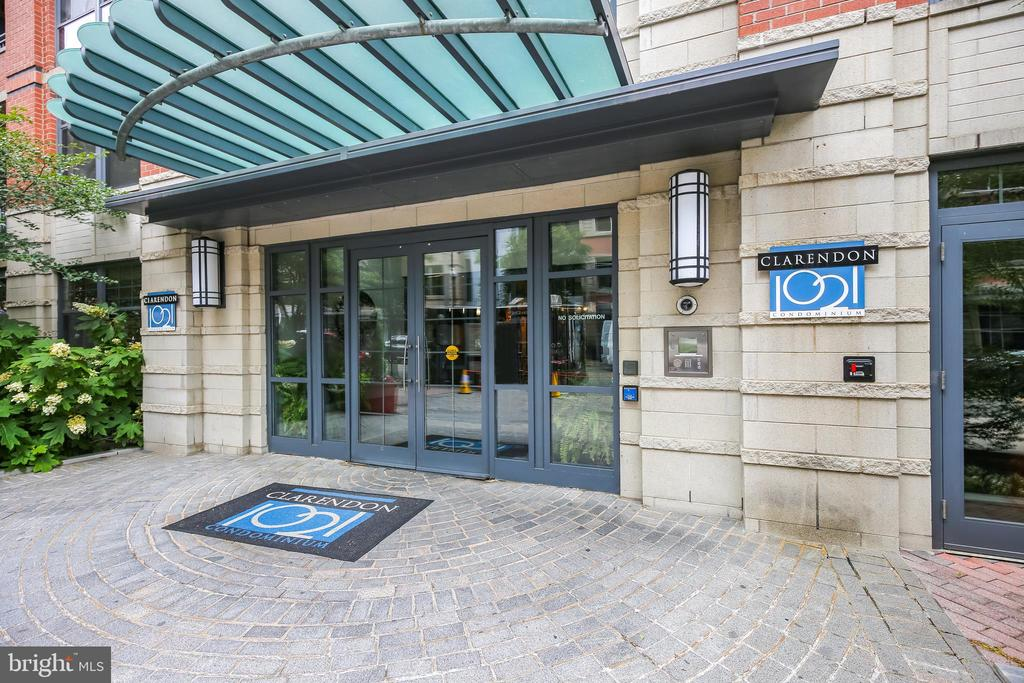 Secured entry and 24 hour concierge - 1021 N GARFIELD ST #1030, ARLINGTON