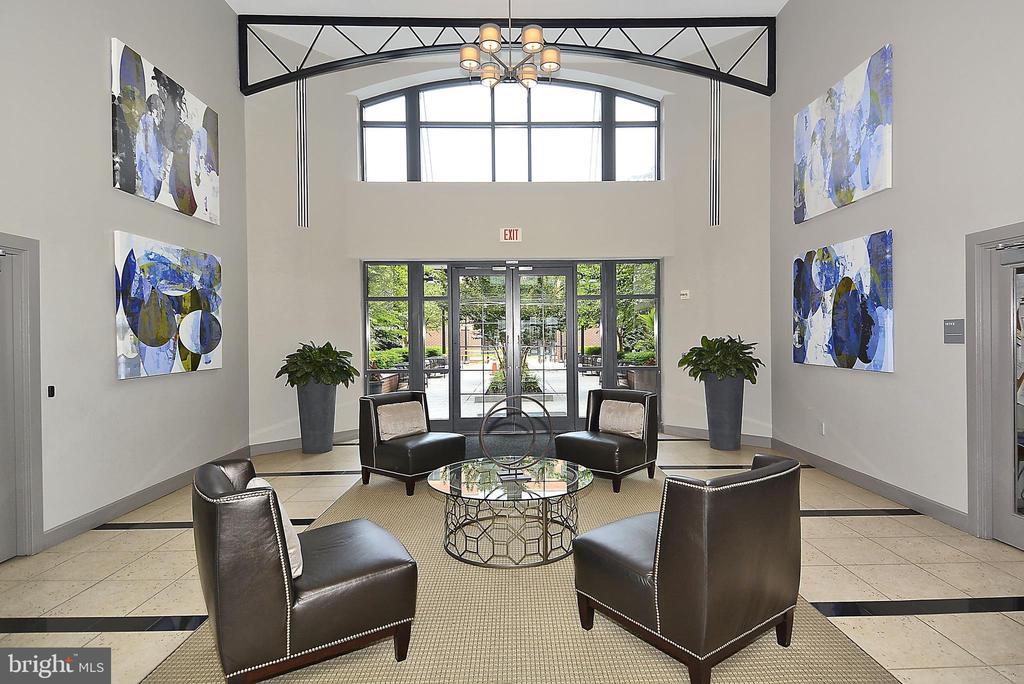 Front lobby sitting area - 1021 N GARFIELD ST #1030, ARLINGTON
