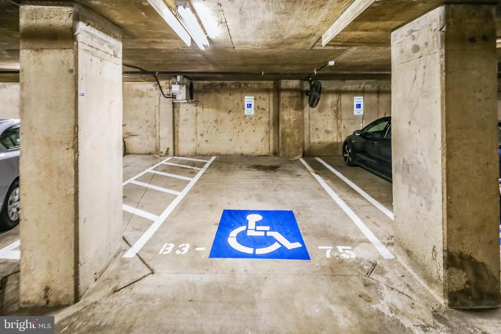 Handicapped parking just off elevator - 1021 N GARFIELD ST #1030, ARLINGTON