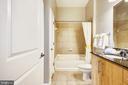 Full bath - granite counter tops and ceramic tile - 1021 N GARFIELD ST #1030, ARLINGTON