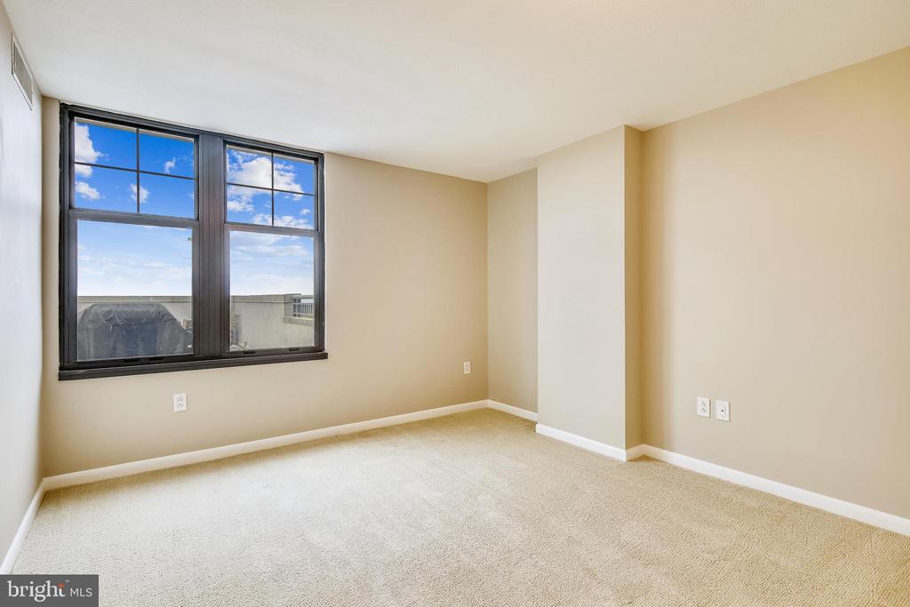 Master bedroom - Wake up tp this view! - 1021 N GARFIELD ST #1030, ARLINGTON
