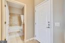 Entry foyer - 1021 N GARFIELD ST #1030, ARLINGTON