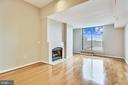 Living room with access to terrace - 1021 N GARFIELD ST #1030, ARLINGTON