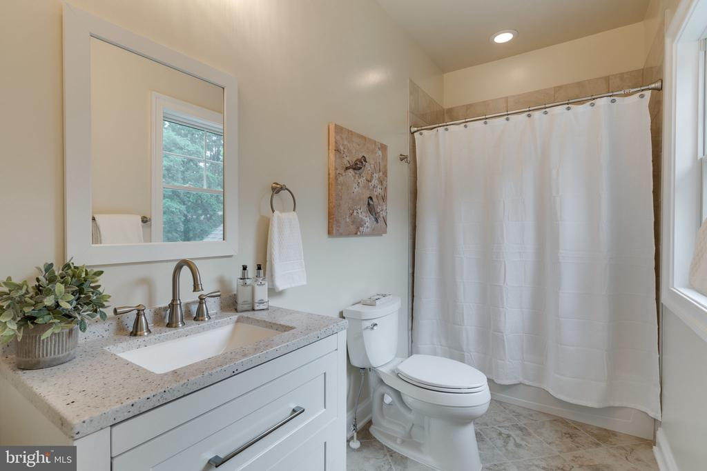 Bedroom 3 - Private Bath - 8506 SHADEWAY PL, SPRINGFIELD