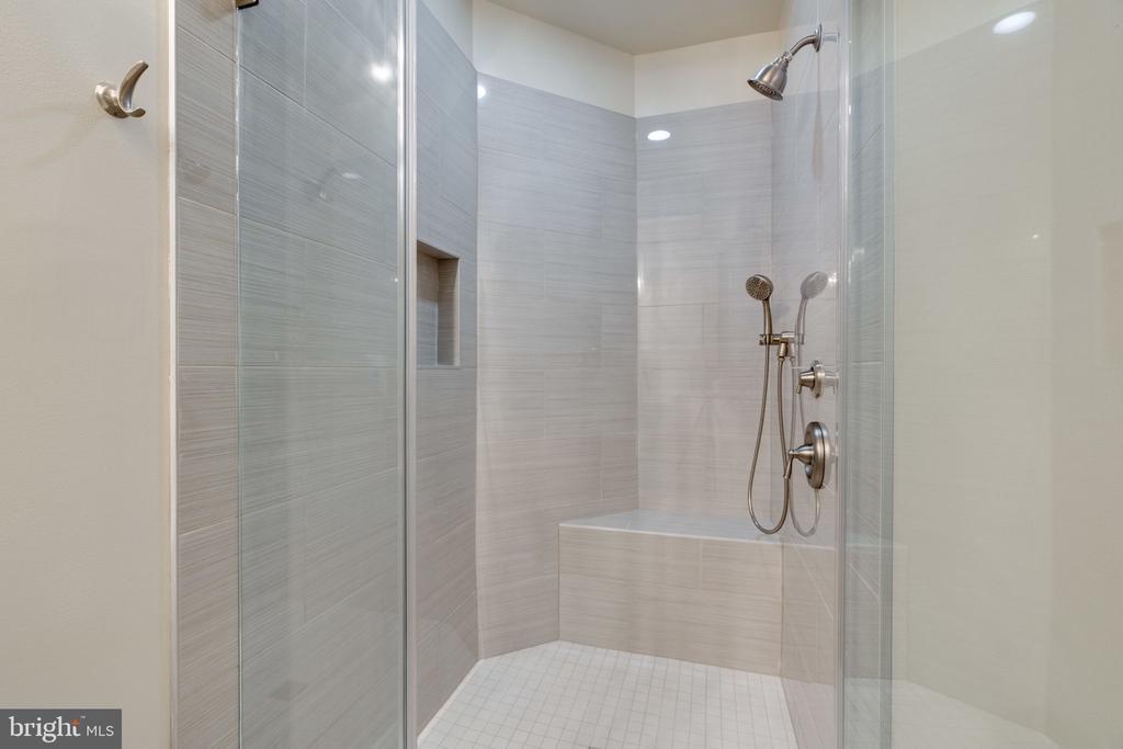 Large Walk-in Master Shower - 8506 SHADEWAY PL, SPRINGFIELD