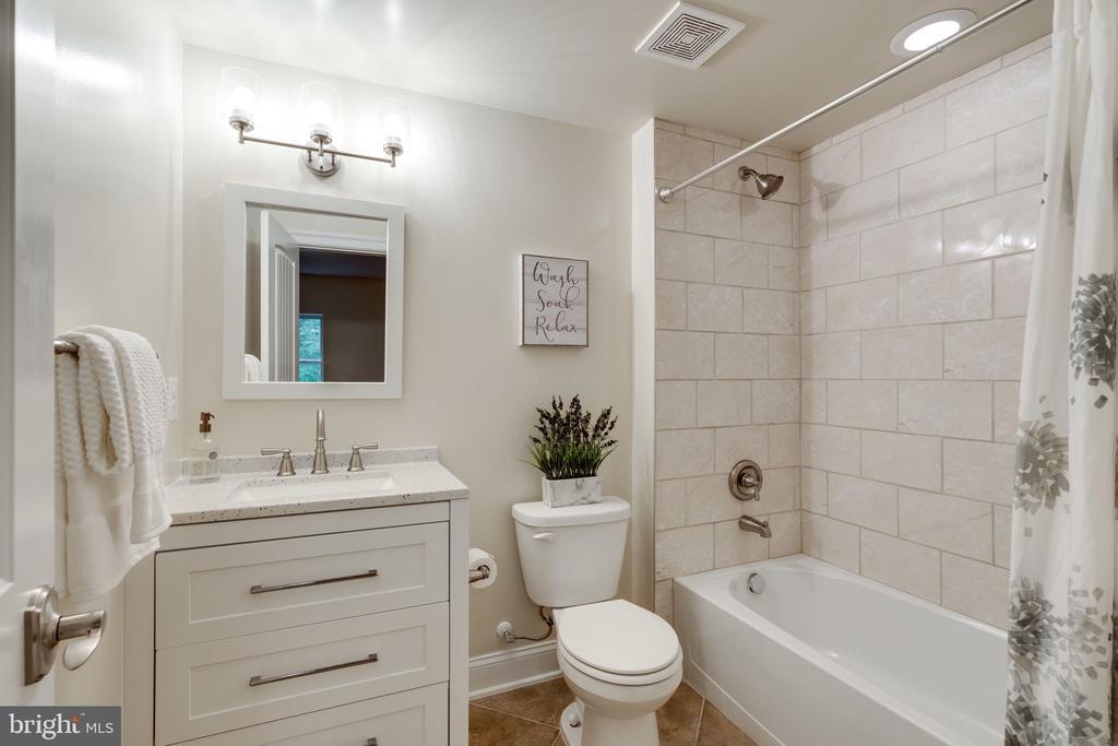 Bedroom 6 - Lower Level Full Bath - 8506 SHADEWAY PL, SPRINGFIELD