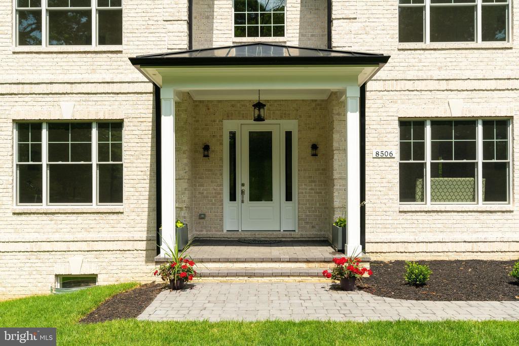 Grand Entrance - 8506 SHADEWAY PL, SPRINGFIELD