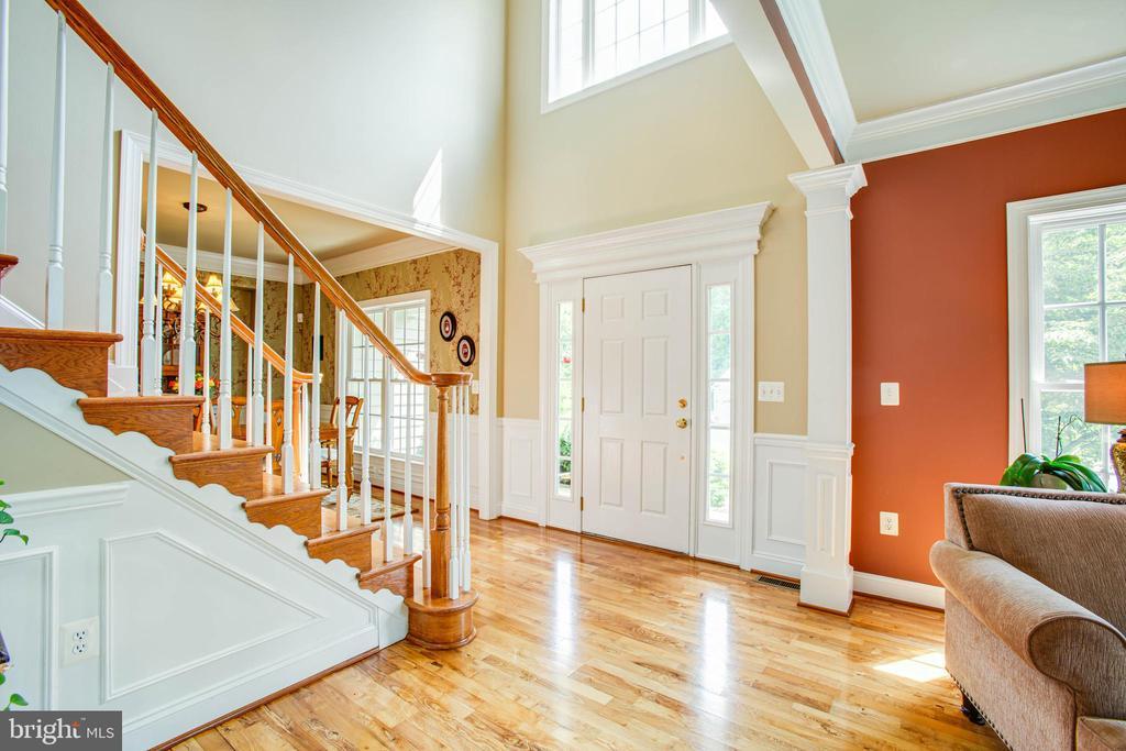 Elegant 2 story foyer - 12103 SAWHILL BLVD, SPOTSYLVANIA