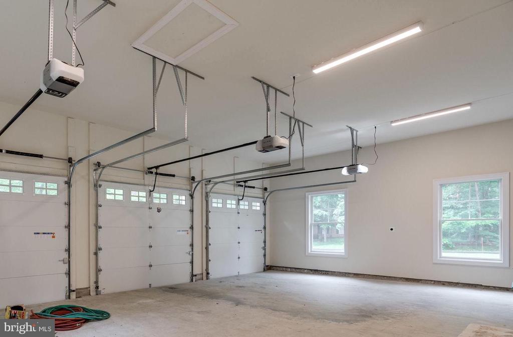 3-Car Garage w/Insulated Garage Doors - 8506 SHADEWAY PL, SPRINGFIELD