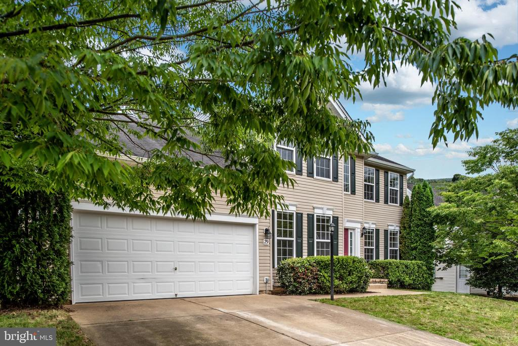 Mature landscaping surrounds this lovely home! - 29 NEABSCO DR, FREDERICKSBURG