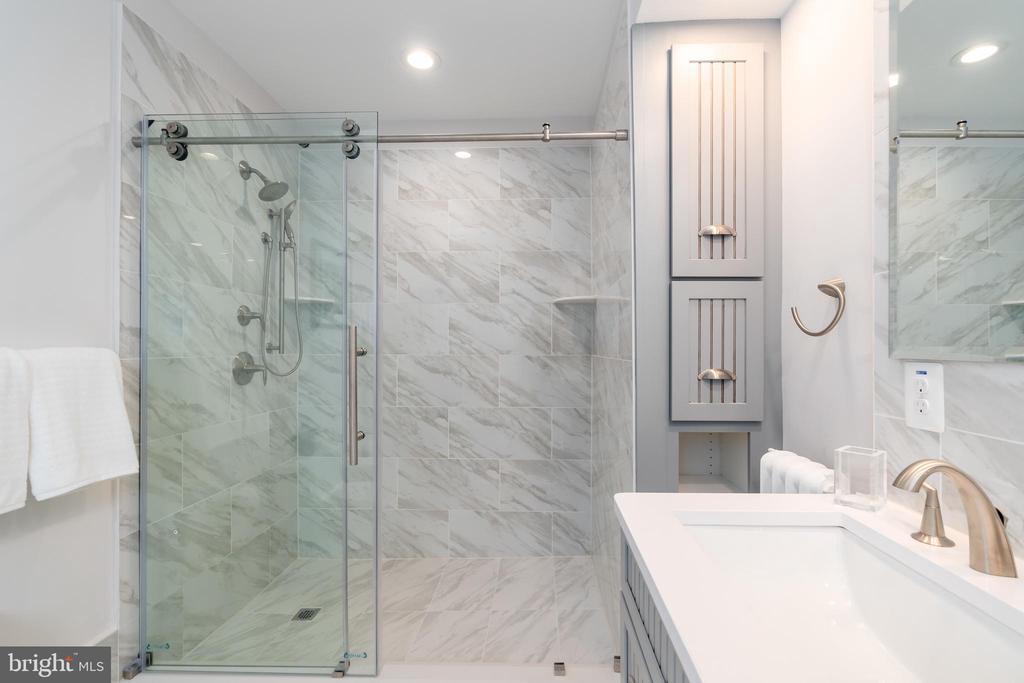 Oversized Shower with Frameless Door - 2829 29TH ST NW, WASHINGTON