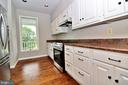Lots of counter space - 19745 SHELBURNE GLEBE RD, PURCELLVILLE