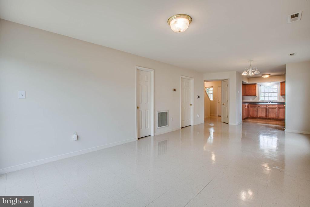 Living room - 1015 MYRICK ST, FREDERICKSBURG